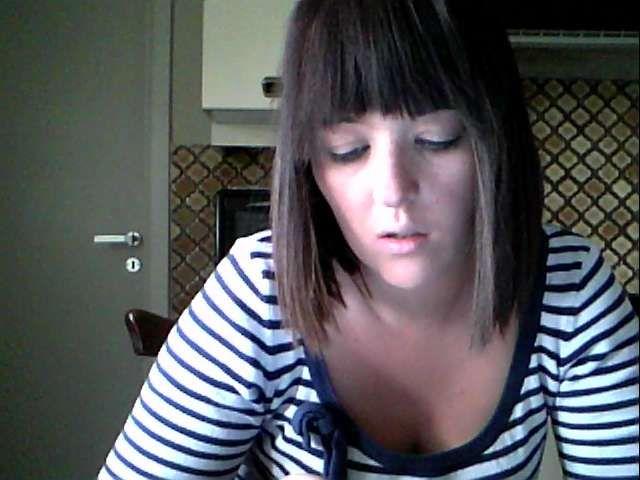 27 jarige hete huisvrouw xbabbiii uit Overpelt speelt met zichzelf voor de cam.