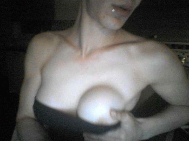 Nu live hete webcamsex met Hollandse amateur  xbrunettex?