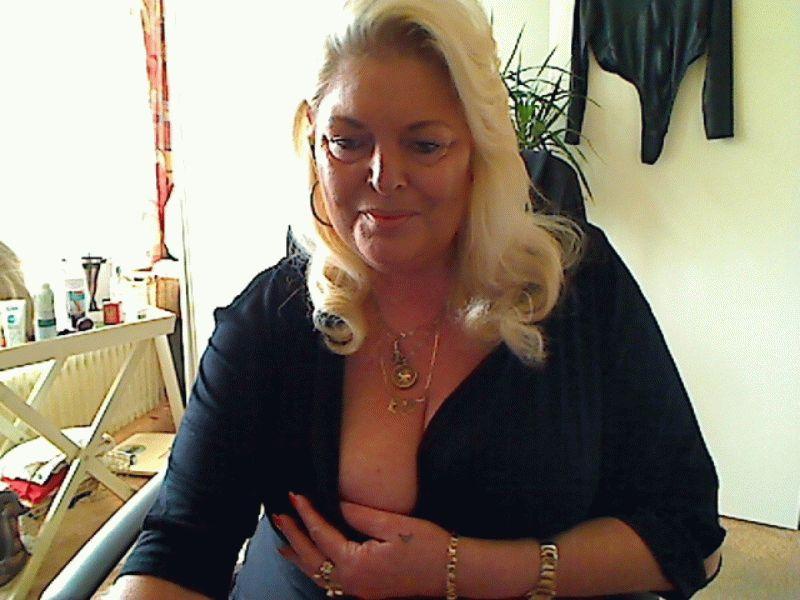 Bij de heerlijke Amsterdamse milf Yvonnehot kom je zeker aan je trekken.