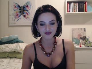 De 24 jarige sexy Sweetalma uit Flevoland staat voor alles open.