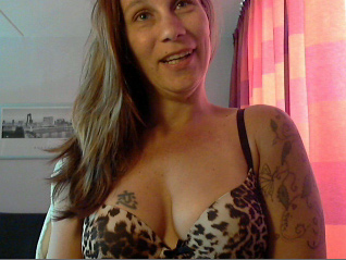 De passionele 41 jarige lekkere ervaren Vanity72 wil verleid worden voor haar cam!