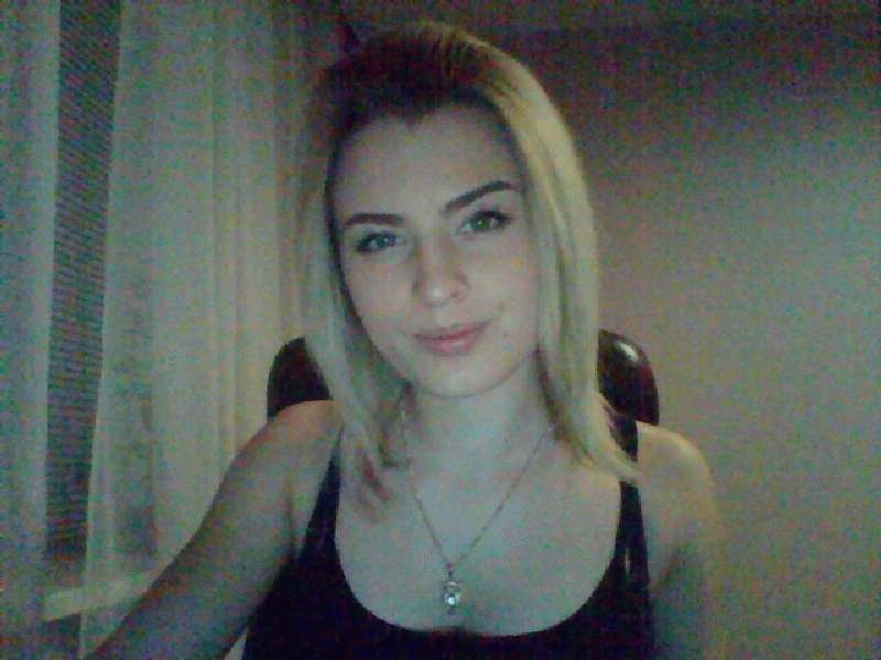 Nu live hete webcamsex met Hollandse amateur cuteegirll?