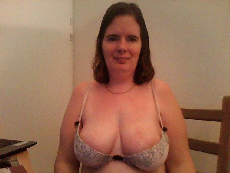 Nu live hete webcamsex met Hollandse amateur Desiree81?